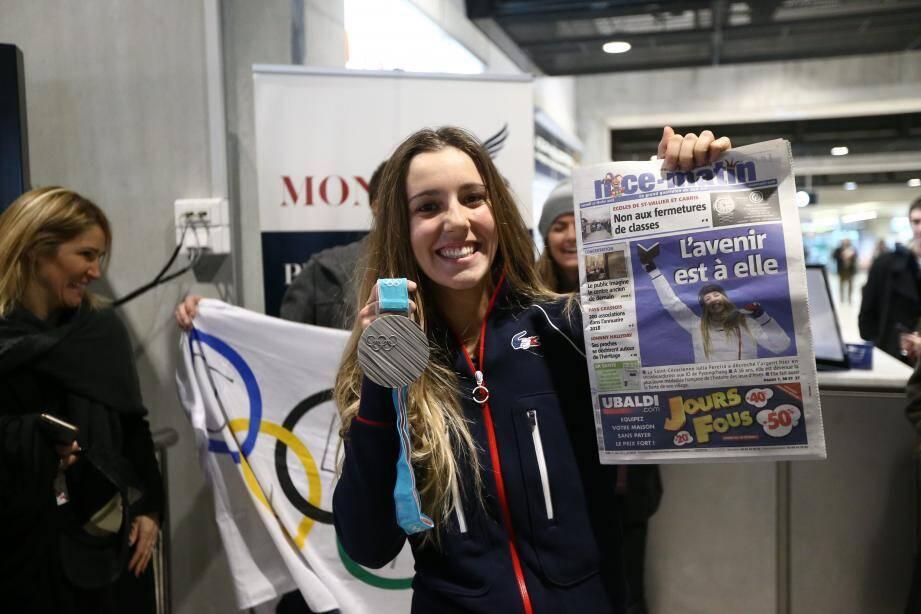 Julia Pereira ce mardi matin à l'aéroport de Nice.