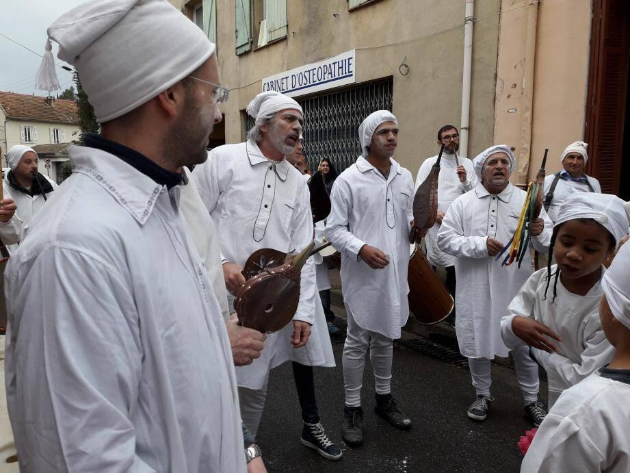 Le carnaval des boufetaïres au Plan-de-Grasse ce samedi après-midi.