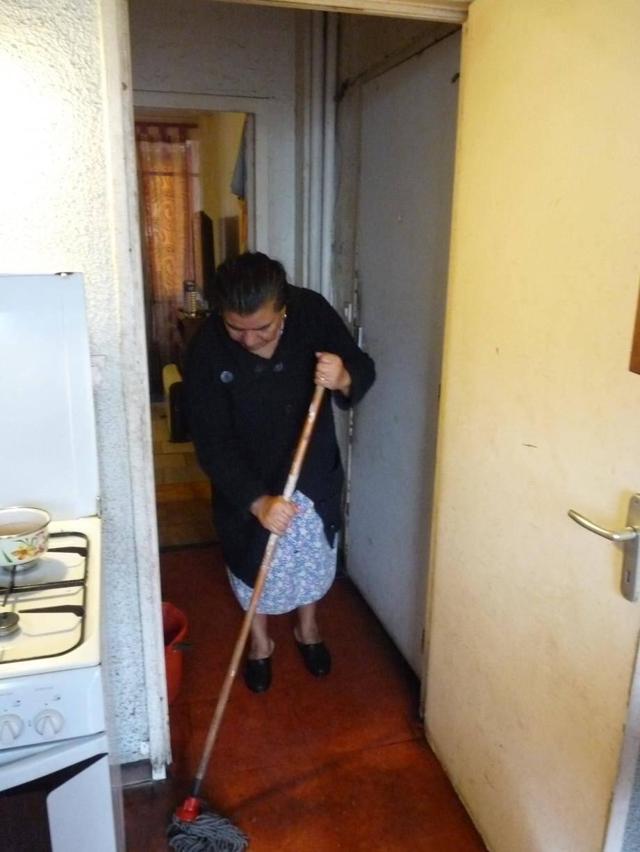 Antoinette n'aura plus à passer la serpillière. La fuite a été maîtrisée grâce à l'intervention de Côte d'Azur habitat. Étant la dernière locataire de la tour 4 au Point du Jour, elle va être relogée à la fin du mois dans un nouveau logement. Un soulagement pour elle et son mari.