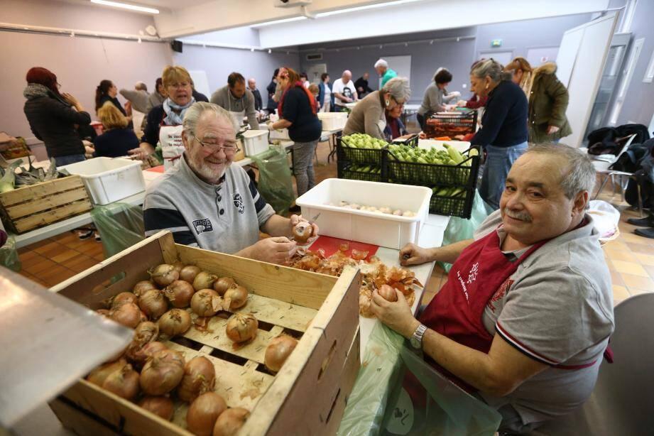Les légumes (pommes de terre, haricots, céleris, carottes, navets, oignons, ail, poireaux, courgettes) ont été fournis par les paysans de Gattières et le basilic par l'entreprise familliale Auda .