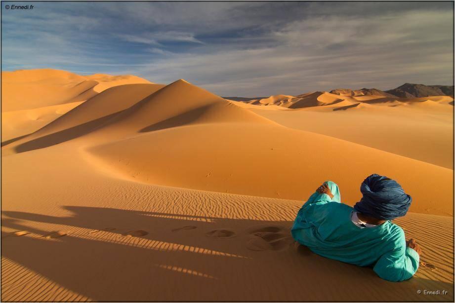 Dans le désert, on découvre entre autres le nomadisme, une manière de vivre faite de simplicité et d'endurance, parfois d'ascèse.
