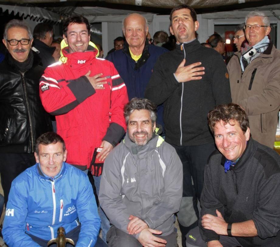 Les vainqueurs réunis autour du président Plujemeau.(Photo G. M.