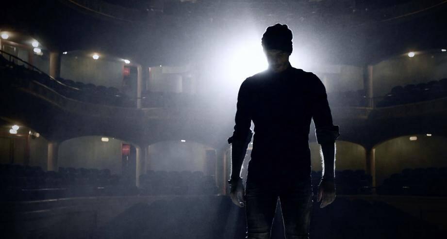 Pour son clip, Yolo a pu tourner dans le Palais de l'Europe.