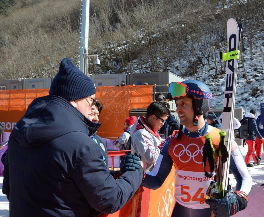 Présent durant toute l'épreuve, le souverain a félicité Olivier Jenot pour sa belle performance en combiné alpin.
