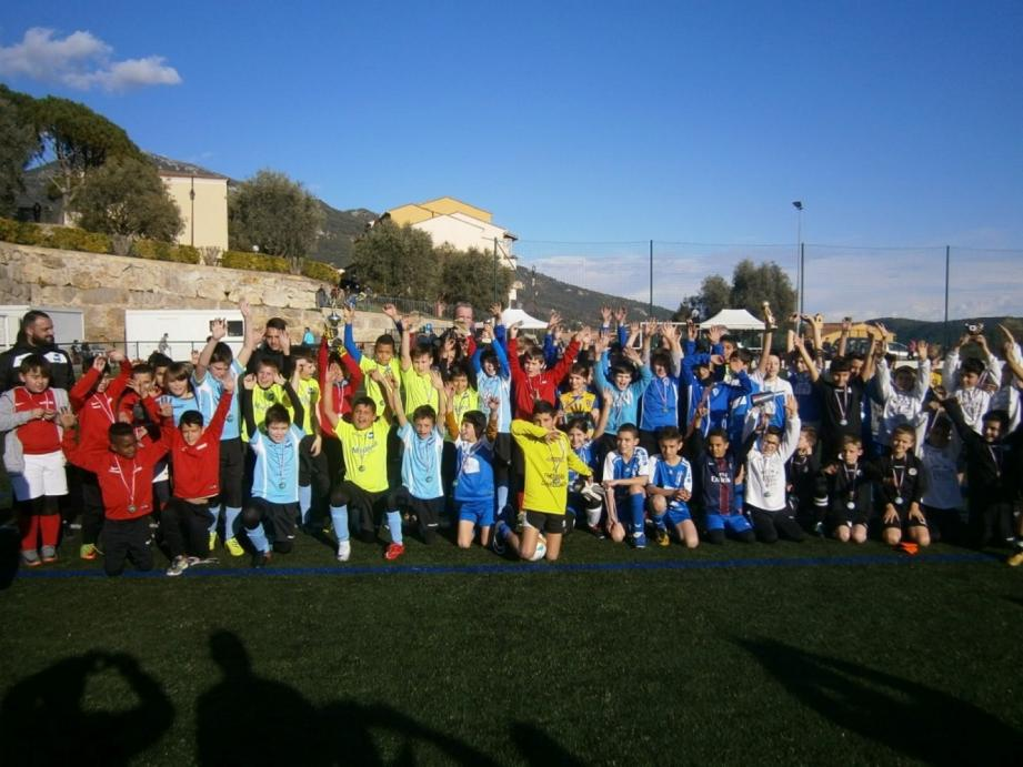 Plus d'une centaine de jeunes footeux lors du tournoi du Bar-sur-Loup.(DR)