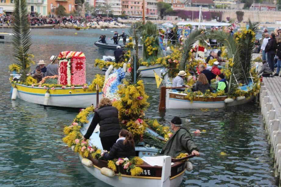 Chaque année, des milliers de spectateurs participent à la fête sur les quais.