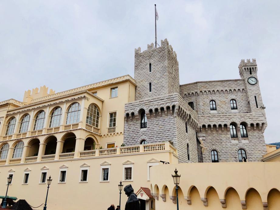 Le palais princier est une grande maison qui fonctionne grâce à 18 métiers différents.