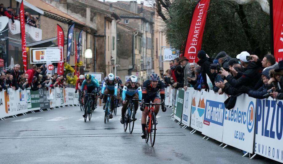 Derrière l'Italien Bagioli, Dumoulin et Vuillermoz sont arrivés 3e et 4e.