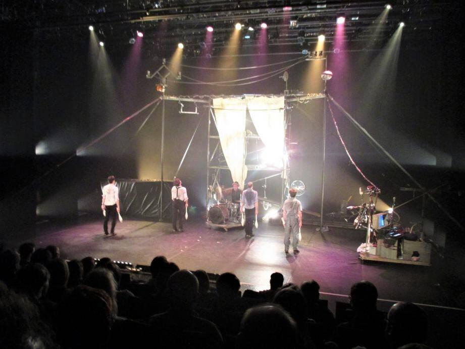La compagnie Machine de Cirque se compose de Raphaël Dubé, Yohan Trépanier, Frédéric Lebrasseur et Vincent Dubé.