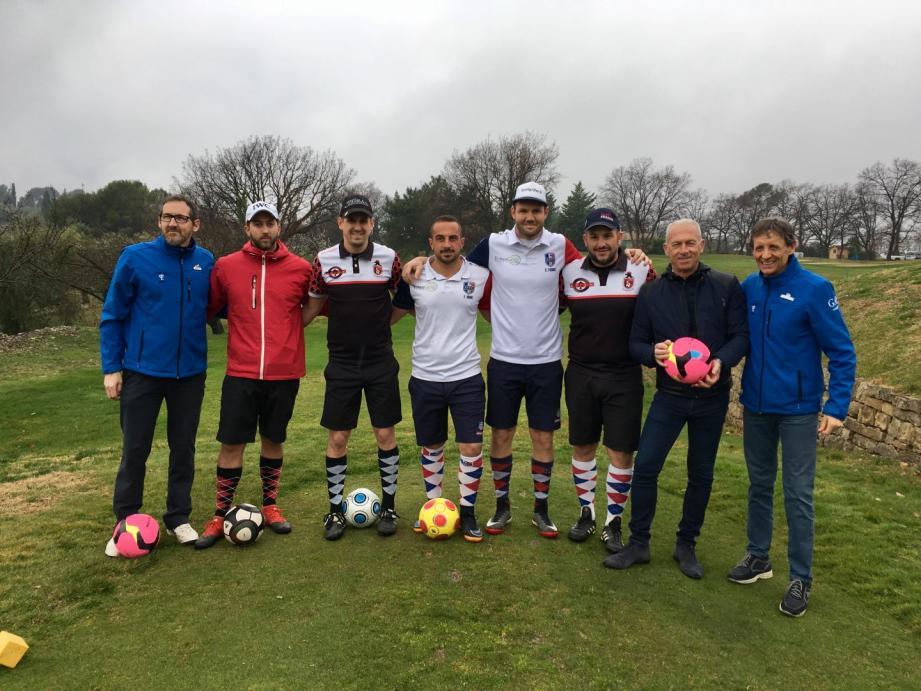Les joueurs de l'OGC Nice à l'entrée du tout nouveau parcours de footgolf d'Opio.