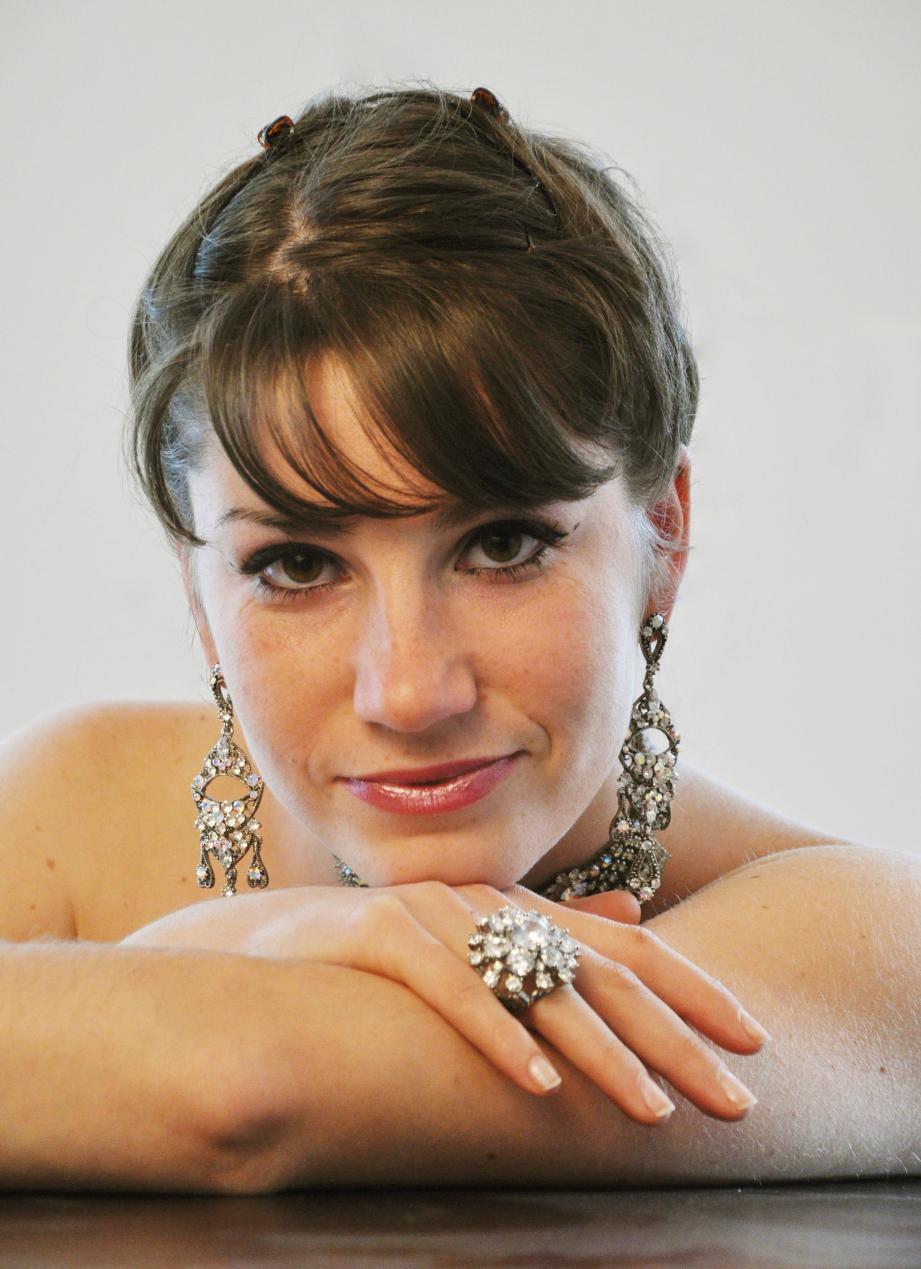 Eleonora de la Peña a débuté ses études musicales au conservatoire d'Aix-en-Provence .