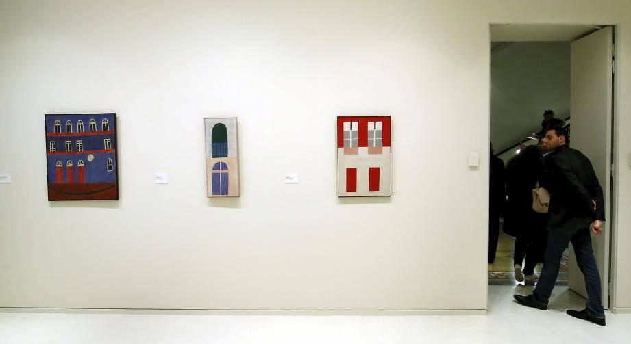 Soixante-dix toiles sont accrochées sur les murs de la Villa Paloma pour cette première exposition majeure consacrée à l'artiste hors de son pays.