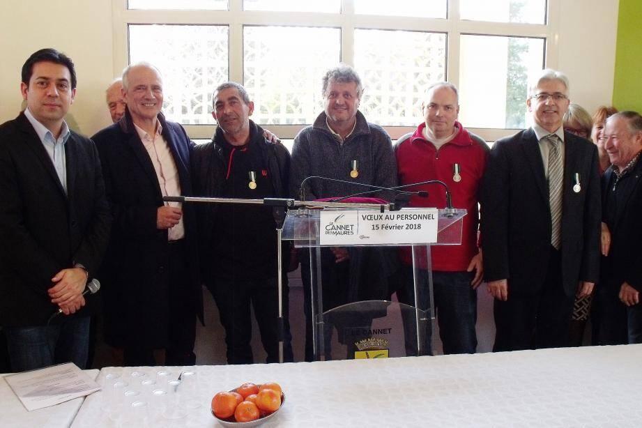 Les médaillés félicités pour leurs bons et loyaux services au profit de la population.