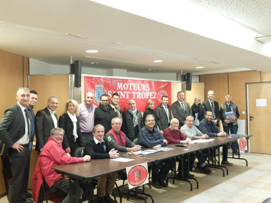 L'équipe dirigeante (assise) a reçu les représentants des marques pour le salon de fin mars.