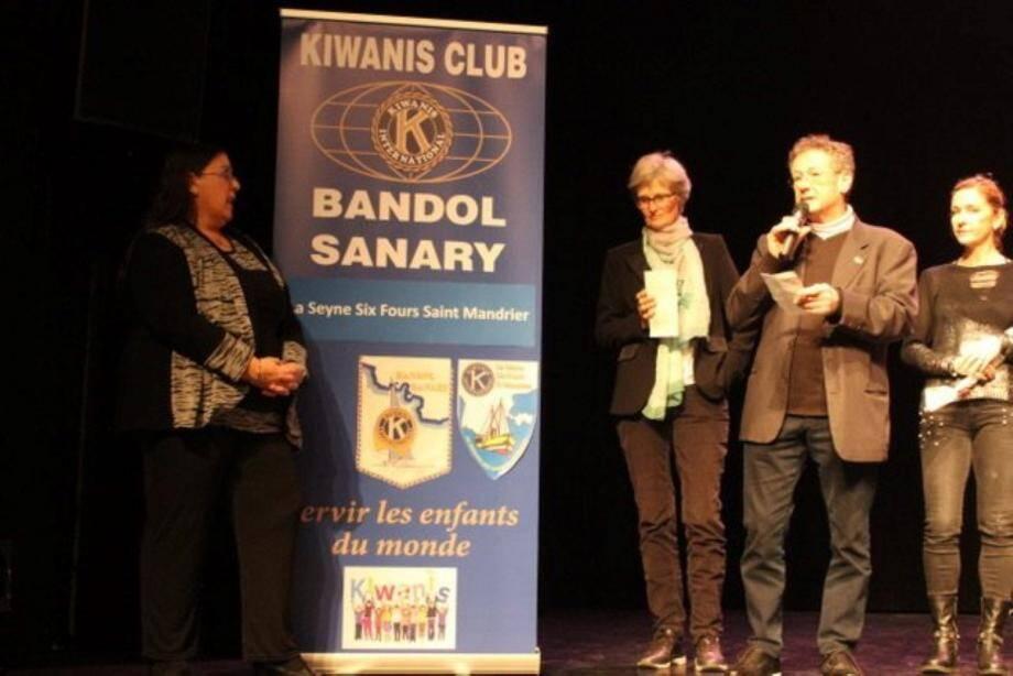 La remise du don des clubs Kiwanis au profit des enfants hospitalisés.