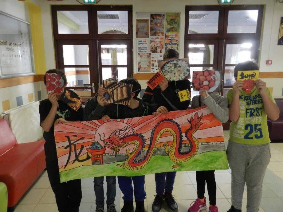 Les élèves du collège Jean-Franco fêtent le nouvel An chinois avec leurs guirlandes.