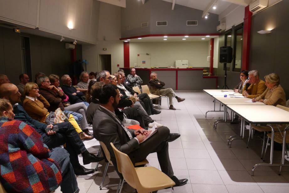 Nadine Spada, Denis Antoine, et Patricia Amiel, 1e adjointe en charge des associations, face aux adhérents, partenaires, mécènes, membres du conseil d'administration et élus.
