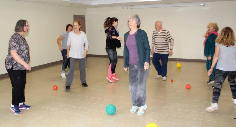 Des cours dynamiques et entraînants tous les lundis et vendredis matin pour les seniors.