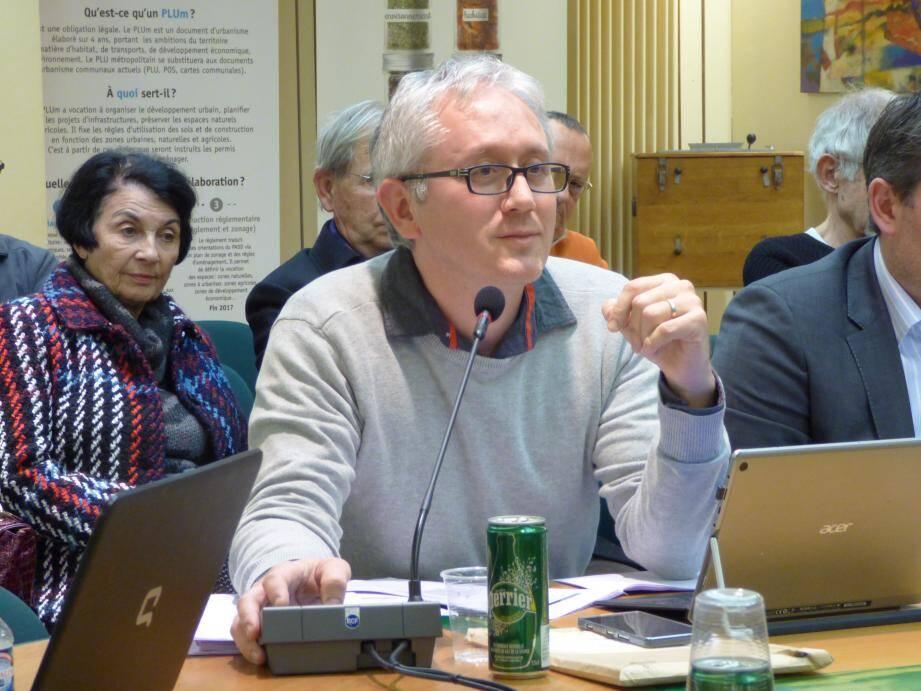 De G à D : François-Xavier Noat, Charles Scibetta, Anne Alunno, Yannick Bernard et Michel Thooris.(V.A.)