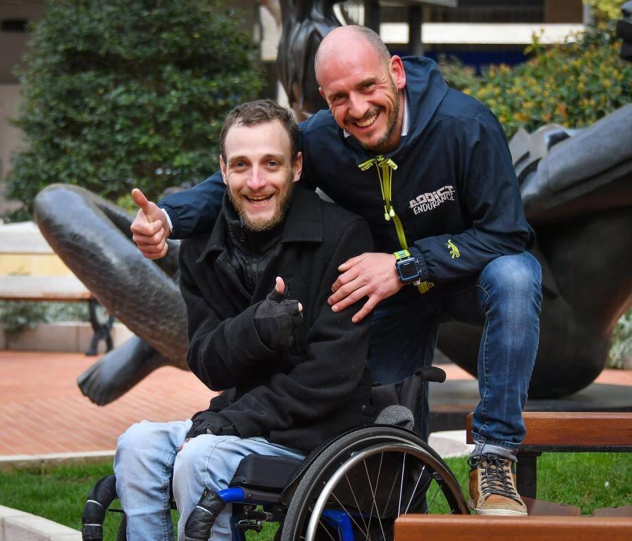 Christophe et Guillaume s'entraîne pour réussir les épreuves du triathlon en moins de 16 heures...