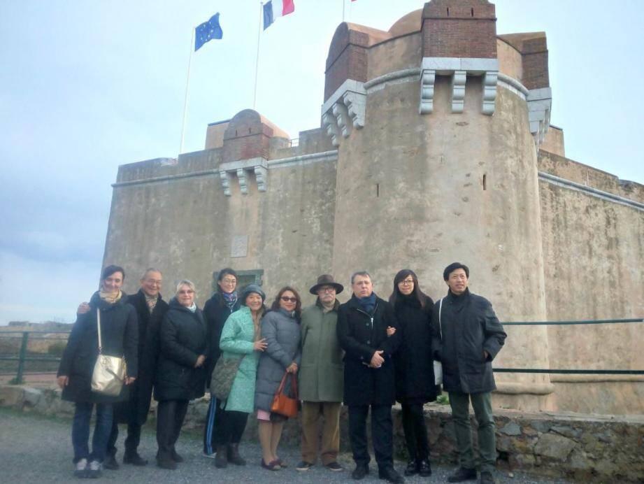 La visite de la Citadelle, commentée par Henri Allard, conseiller municipal délégué au tourisme, a permis aux invités chinois de découvir l'histoire de Saint-Tropez.