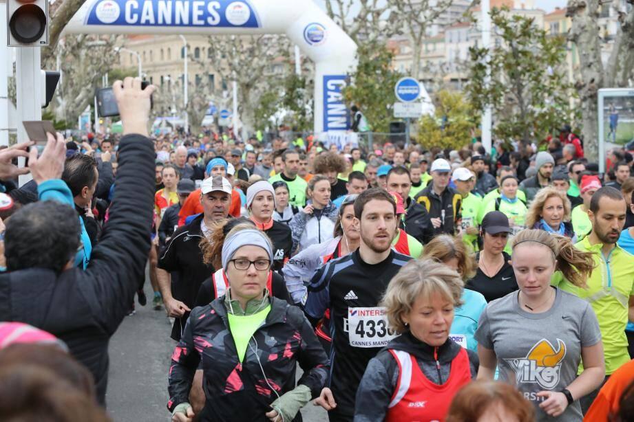 Plus de 2 000 coureurs au départ du 10 km de Cannes hier du côté de la Pantiéro.