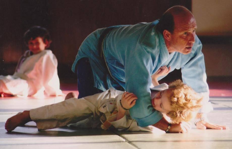Gilles Guttadauro transmet sa passion du judo aux jeunes maximois et ce depuis plus de trente ans.