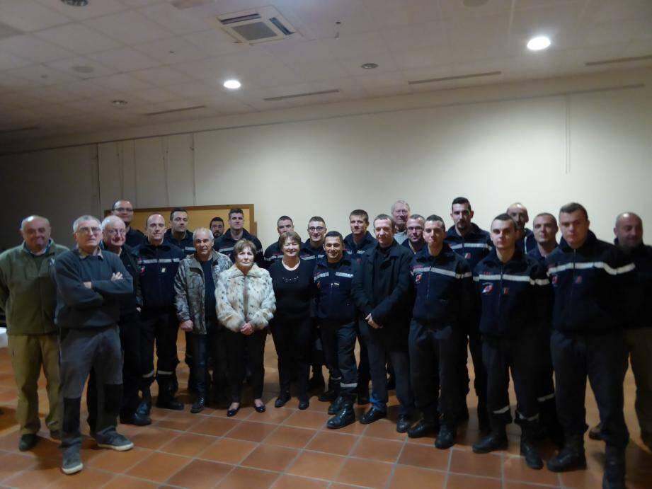 Entourée des membres du CCFF, des services techniques et de la sécurité, le maire, Christine Amrane, et ses adjoints ont tenu à remercier les hommes de l'UIISC7 de Brignoles pour le travail qu'ils ont accompli sur les hauteurs du Laquina dans le cadre  du programme intercommunal de protection contre l'incendie.