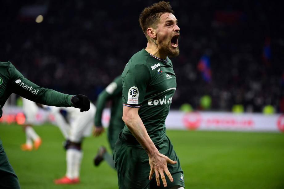 Mathieu Débuchy, buteur heureux dans les arrêts de jeu à Lyon.