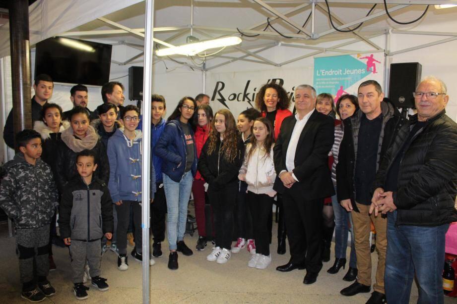 Le maire et ses adjoints sont venus rencontrer les jeunes Brignolais pour célébrer le premier anniversaire de la structure.