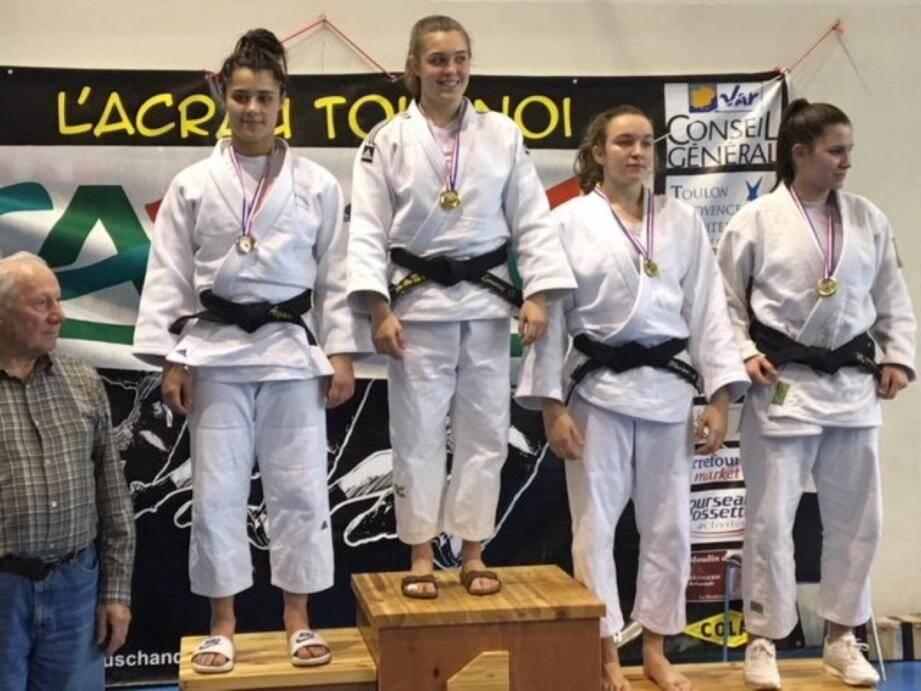 Emma Ottomani sur le podium.