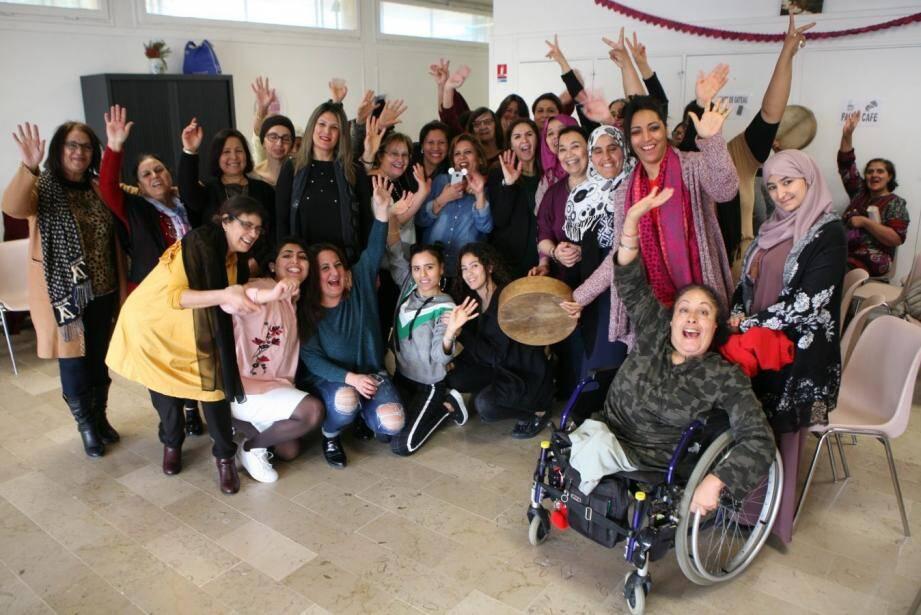 """Les dames de """"Citez des talents"""" et celles du centre Nelson-Mandela : une action sociale et festive."""