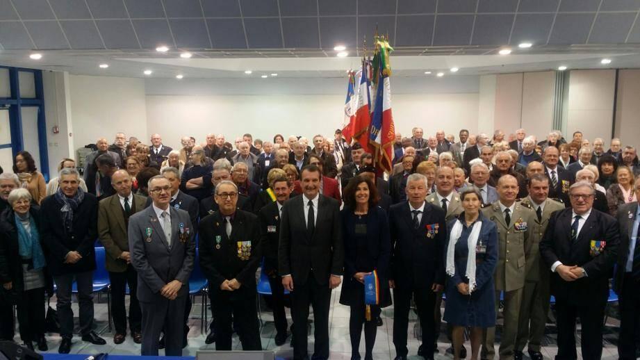 Serge Prévot ( à droite) s'est fait le porte-parole des défenseurs « de la mémoire et la solidarité » en présence notamment du maire Richard Strambio et des conseillers départementaux, Marie Rucinski-Becker et Jean-Bernard Miglioli.