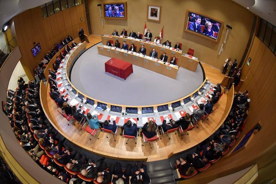 Après la soirée d'installation du nouveau Conseil national et l'élection du président, les élus se sont réunis pour élire les différents  présidents de commissions.