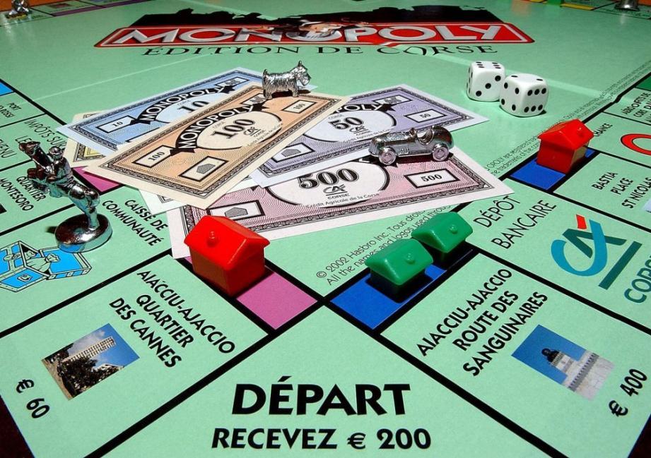 De l'argent remplacé par des billets de Monopoly.