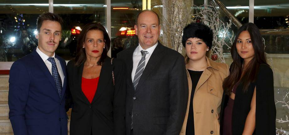 Louis Ducruet (à gauche) aux côté de sa mère Stéphanie, le prince Albert, sa soeur Camille Gottlieb et sa fiancée Marie Chevallier.