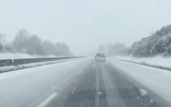 L'autoroute A8 enneigée.