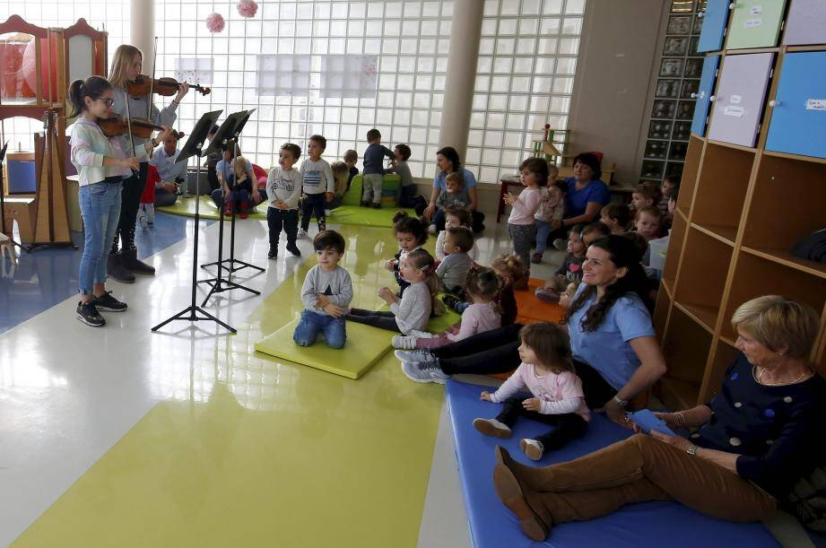 Entre écoute attentive du concert et découverte du djembé, les sourires étaient au rendez-vous.