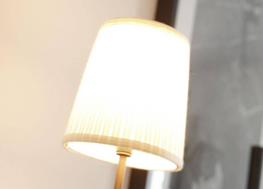 Penser à éteindre la lumière quand on quitte une pièce.