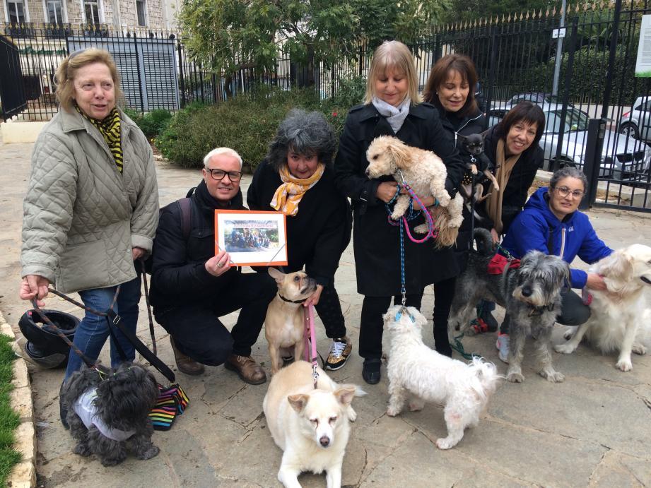 """Square Mozart, un collectif """"Respecte mon chien"""" s'est monté."""
