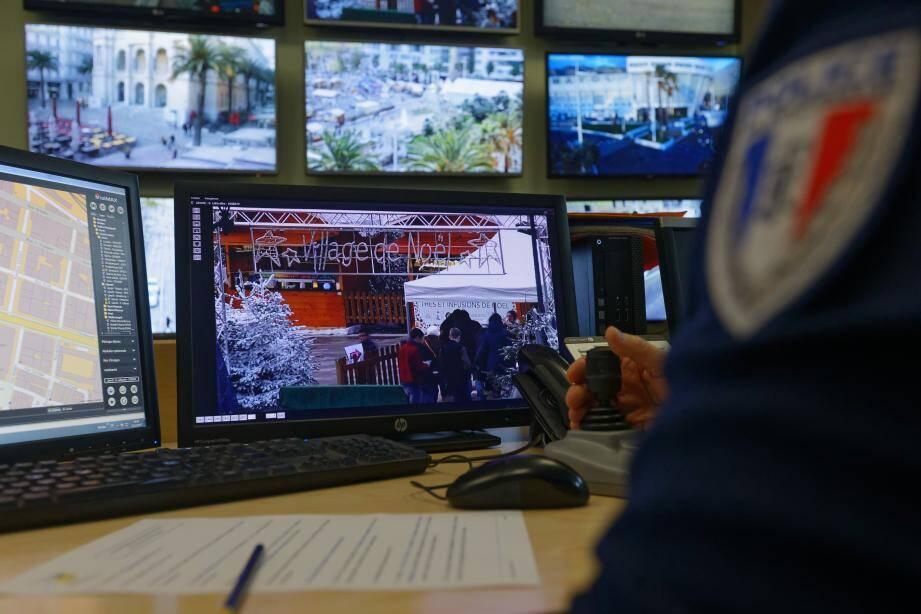 Les agents en charge de la vidéosurveillance de la police municipale disposent de 170 caméras pour investiguer et recouper.