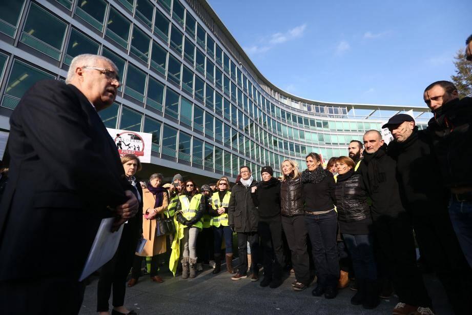 À Vevey, en Suisse, près de 200 salariés étaient venus manifester devant le siège de Nestlé. La direction était descendue et les avait rencontrés en personne.