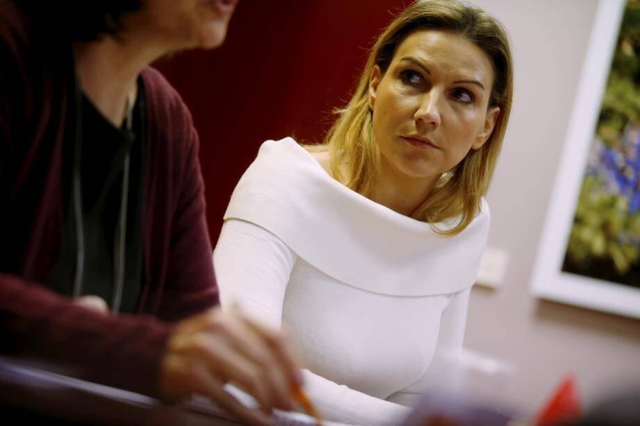 """Martine, ici accompagnée de son avocate Me Delphine Frahi: """"Je voulais vraiment me suicider sur mon lieu de travail""""."""