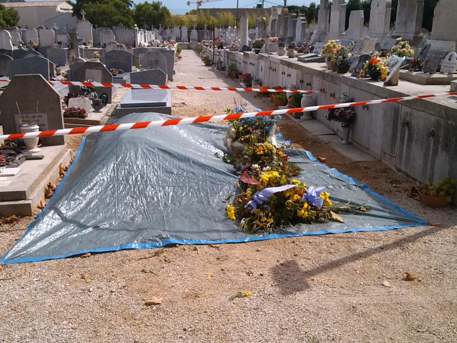 Pour rendre leur dignité aux lieux, le cimetière de Sanary avait dû être fermé une demi-journée.