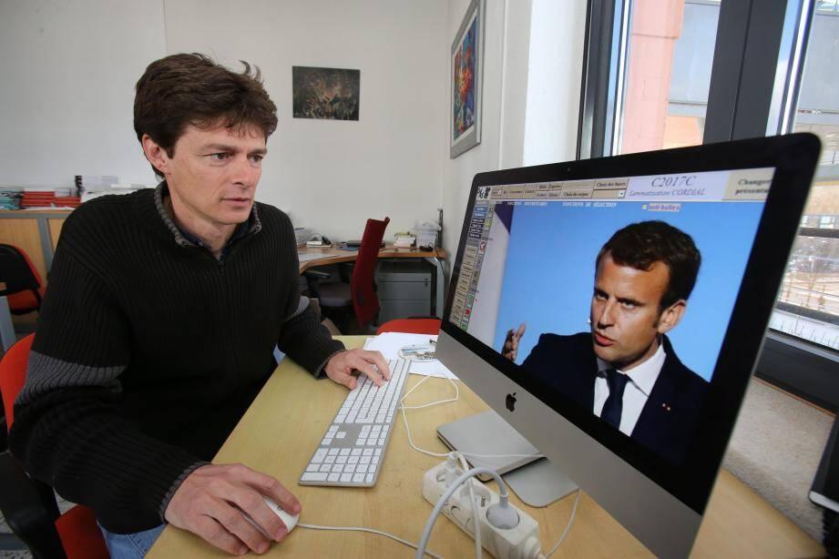 Damon Mayaffre dans son laboratoire Bases, Corpus, Langages, sur le campus Saint-Jean-d'Angély à  Nice.