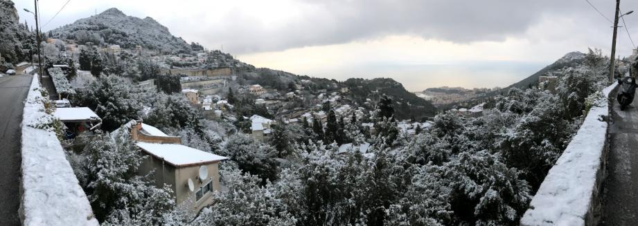 La neige à La Turbie ce lundi matin.