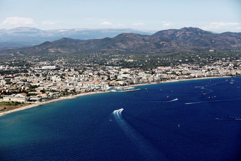 Une vue aérienne de Fréjus plage.