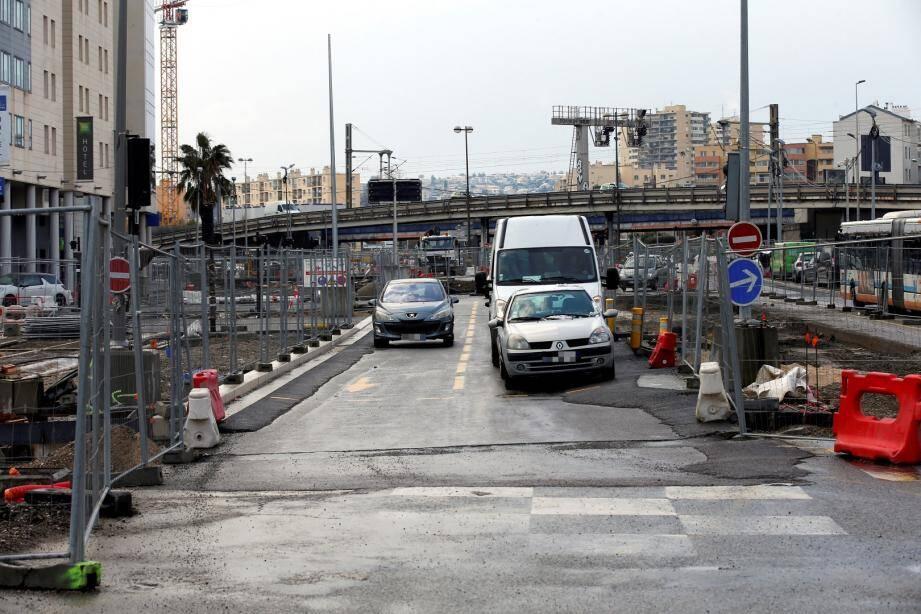 La mairie demande aux automobilistes d'éviter cette entrée de ville aux heures de pointe.