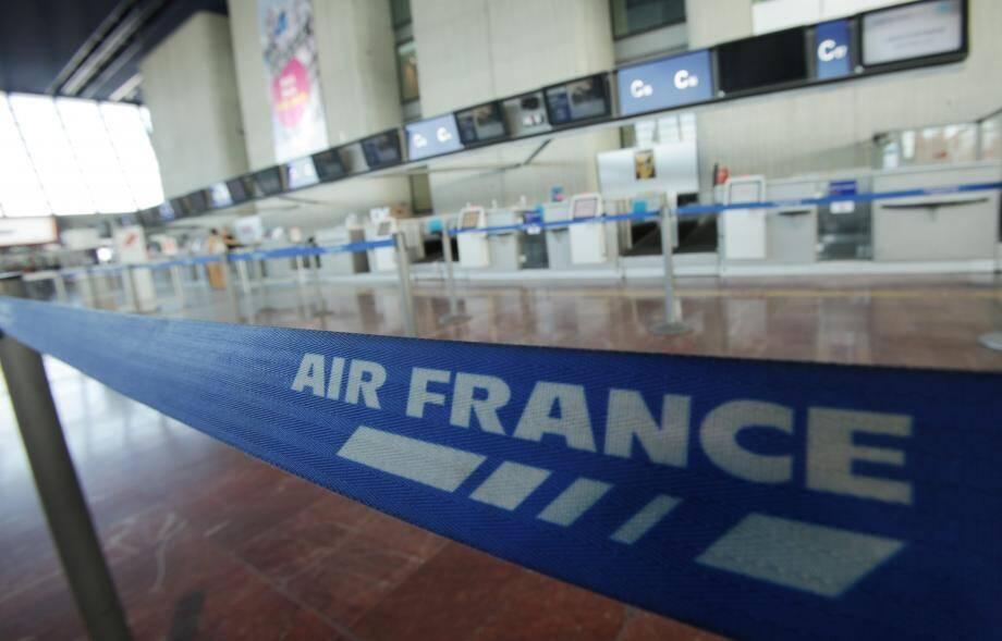 Un comptoir Air France à l'aéroport de Nice.