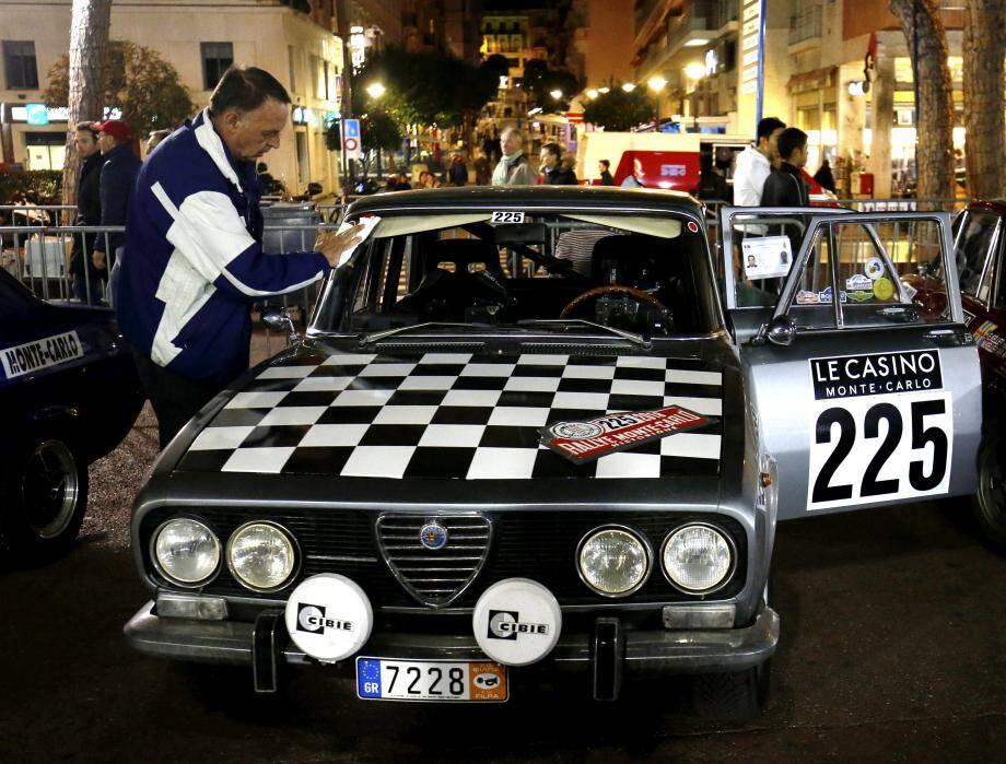 Départ du 21ème rallye historique de Monte-Carlo sur le port Hercule à Monaco.